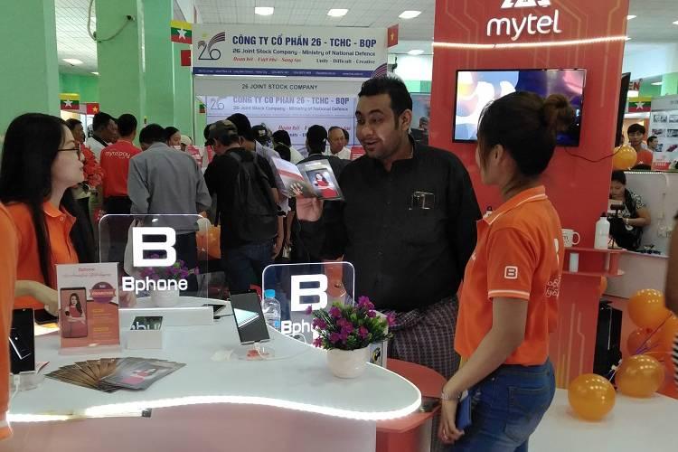 Người dùng Myanmar thích thú với chụp ảnh Smacro và cử chỉ toàn diện trên Bphone 3