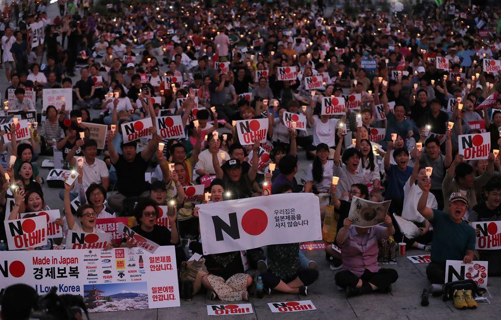 Chùm ảnh lột tả không khí tẩy chay Nhật Bản tại Hàn Quốc, hàng ngàn người biểu tình