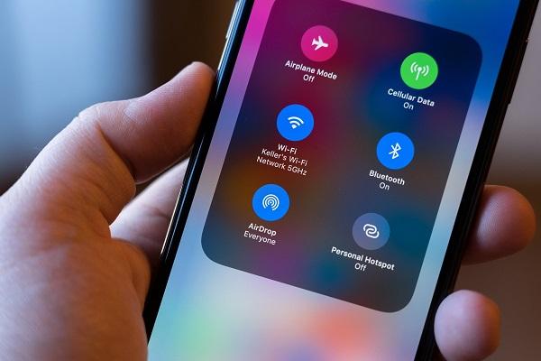 Sử dụng AirDrop có thể giúp hacker lấy trộm được số điện thoại của bạn