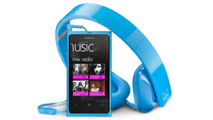 500 người mua Lumia 900 đầu tiên được tặng tai nghe Monster