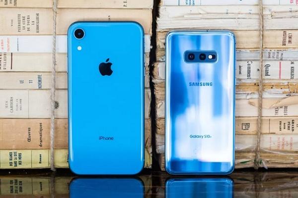 Người dùng không còn mặn mà với smartphone 1.000 đô của Apple và Samsung