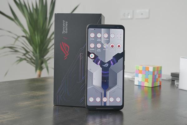 """Mở hộp Asus ROG Phone 2 đầu tiên tại Việt Nam: """"Trùm cuối"""" smartphone gaming"""