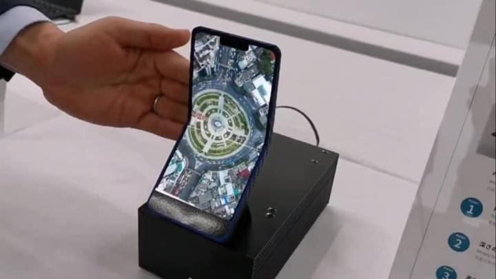 Sharp từ bỏ Samsung, hợp tác với JDI để phát triển điện thoại màn hình gập