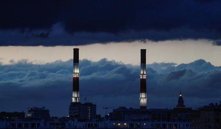 Một nhà máy nhiệt điện ở Moscow. Các quan chức Mỹ cho rằng việc cài cắm mã độc vào lưới điện Nga và các mục tiêu khác để chống lại các cuộc tấn công và thông tin sai lệch từ Nga.
