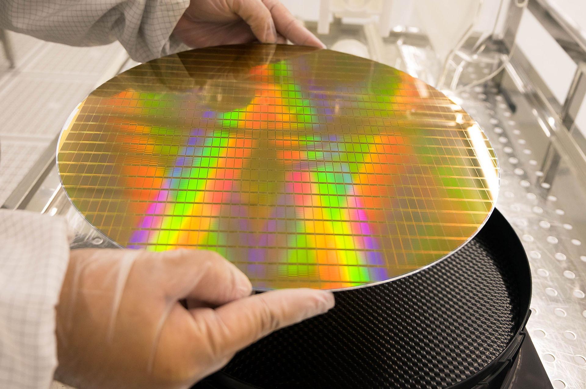 Doanh số chip trên toàn cầu vẫn tiếp tục sụt giảm do chiến tranh thương mại Mỹ – Trung leo thang