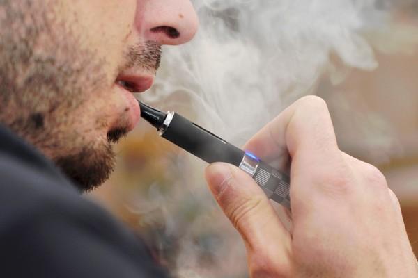 Cảnh báo: Hút thuốc lá điện tử không hề tốt, thậm chí còn dẫn tới nhiều bệnh về phổi