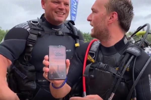 Ngâm dưới nước đục 2 ngày, iPhone X vẫn hoạt động bình thường