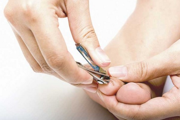Chuyên gia Nhật khẳng định đa số mọi người đều cắt móng chân sai cách, đây mới là cách làm đúng!