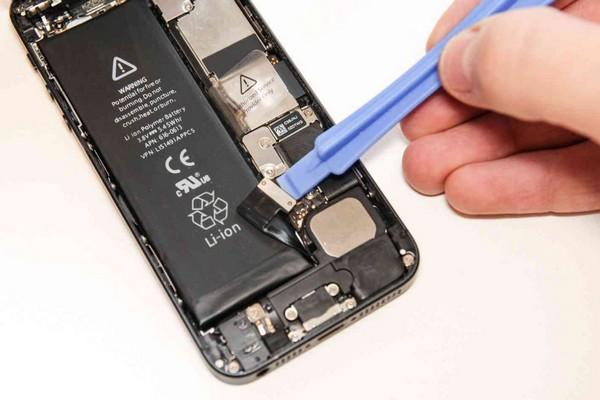 """Apple chính thức phản hồi về việc chặn thay pin """"lô"""" trên các iPhone đời mới, ép người dùng đến chính hãng"""