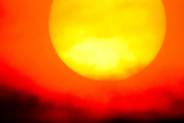 Bill Gates ủng hộ 3 triệu USD cho dự án... che Mặt Trời để chống nóng cho Trái Đất