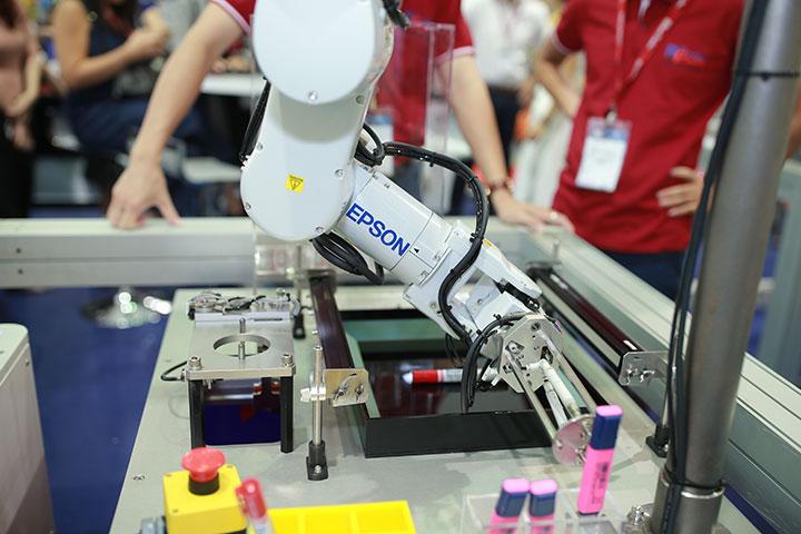 Epson lần đầu giới thiệu robot công nghiệp ở Việt Nam