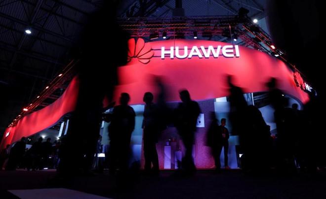 Hết hạn 90 ngày, ông Trump lại hoãn cấm vận Huawei thêm 3 tháng