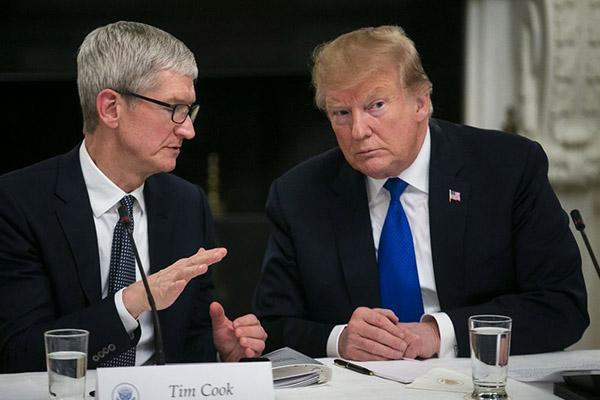 Tổng thống Trump: Tim Cook thật sự quan tâm về vấn đề thuế quan, lo sợ mất lợi thế trước Samsung.