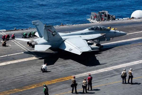 Tại sao thời 4.0 mà Hải quân Mỹ vẫn dùng cách truyền tin thời Thế chiến II?