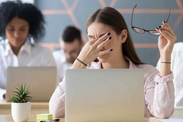 Dân văn phòng nên biết quy tắc 20-20-20 để giảm mỏi mắt
