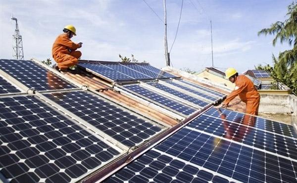 """Đầu tư """"nóng"""" vào điện mặt trời: """"Kiếm lời hay ôm nợ?"""