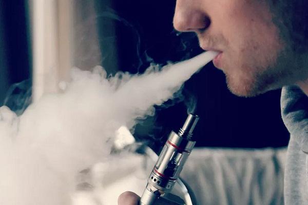 Hơn 100 người dùng thuốc lá điện tử ở Mỹ mắc bệnh phổi nặng