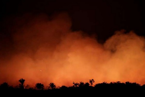Bức ảnh cho thấy sự thảm khốc của vụ cháy rừng ở Amazon khi nhìn từ ngoài không gian