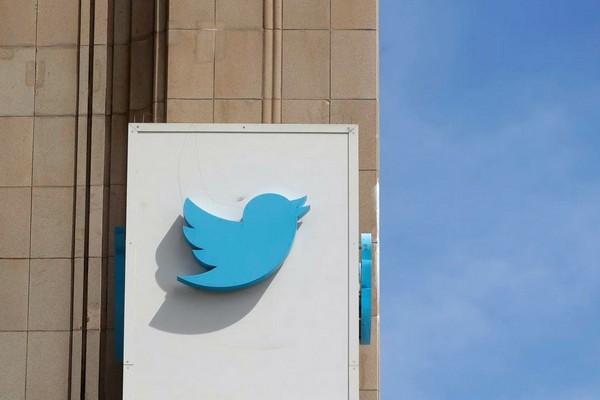 Tài khoản của ông chủ Twitter Jack Dorsey bất ngờ bị hack, gửi nhiều thông điệp gây sốc
