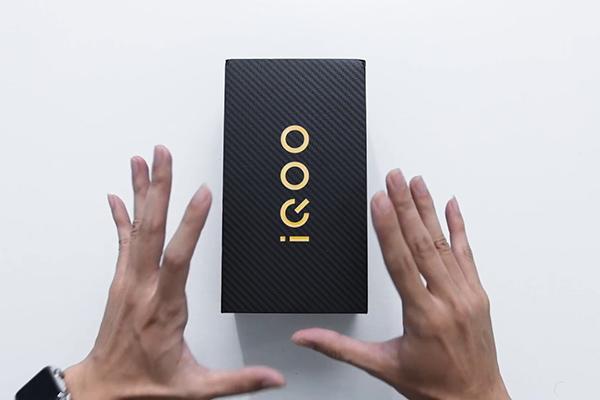 Mở hộp Vivo iQOO Pro: Snapdragon 855+, pin 4500, sạc nhanh 44W, Hi-Res Audio, giá hơn 10 triệu