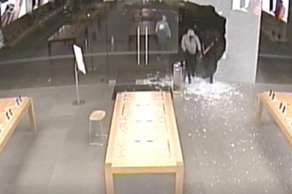 Cướp táo tợn xông vào Apple Store tại Australia trộm loạt iPhone trị giá 300.000 USD