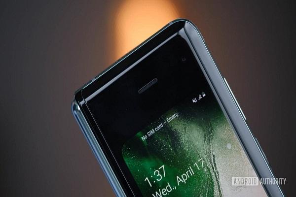Bloomberg: Samsung sẽ trình làng điện thoại nắp gập vào đầu năm tới