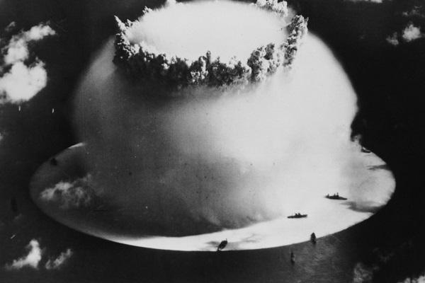 Tại sao năm nào cũng có gợi ý rằng Mỹ nên dùng bom nguyên tử để xóa xổ các cơn bão?