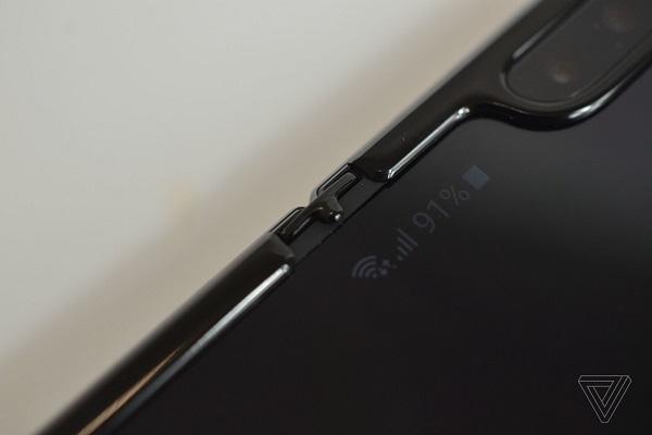 Samsung đã khắc phục các khuyết điểm trên Galaxy Fold như thế nào?