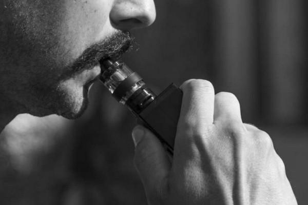 Ngày càng có nhiều người chết vì thuốc lá điện tử, giới chức Mỹ khuyên ngừng hút vape ngay lập tức