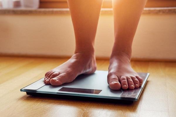 Lý do vì sao càng lớn tuổi càng dễ tăng cân