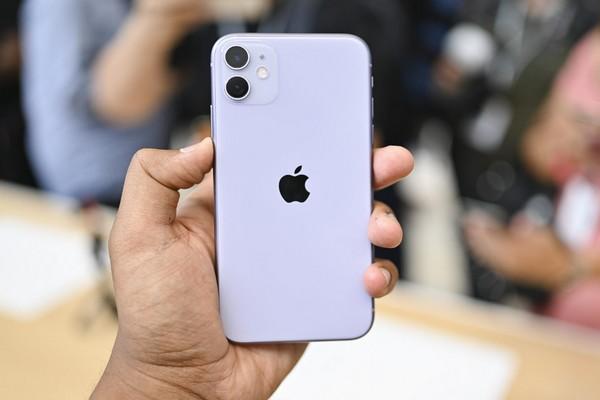 Không tặng sạc nhanh, Apple tặng kèm cục sạc 5W cho iPhone 11