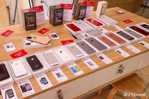 """[Ảnh] Tham quan triển lãm iPhone với bộ sưu tập """"xác"""" cực độc tại Hà Nội, có cả """"cụ"""" iPhone 2G và """"chắt"""" iPhone 11 Pro"""