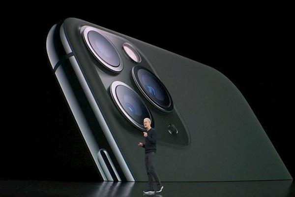 Xem Apple... ném đủ thứ vào iPhone 11 Pro trong video quảng cáo mới