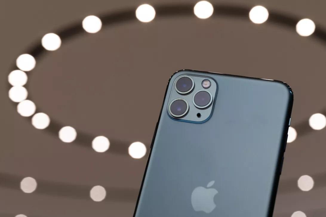 iPhone 11 không có sạc ngược cho AirPods: sạc ngược không thú vị lắm đâu