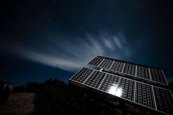 """Các nhà khoa học vừa tạo ra pin Mặt trời """"đảo ngược"""", có thể tạo ra điện khi Mặt Trời đã đi ngủ"""