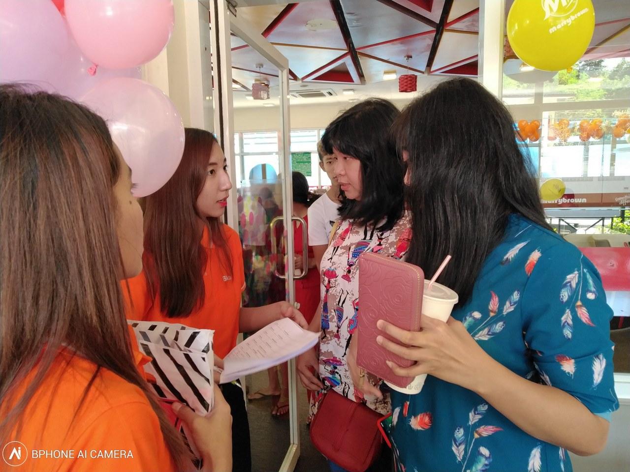 Fans Bphone lần đầu tiên offline ở Myanmar