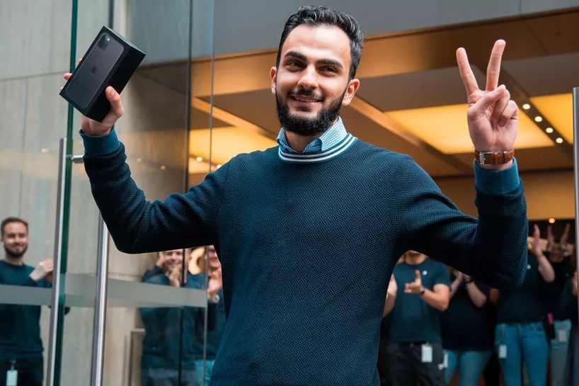 Ai là người mua được iPhone 11  đầu tiên thế giới?