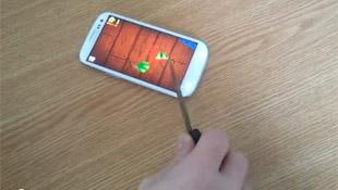 Chơi trò chém hoa quả bằng dao thật trên Galaxy S III