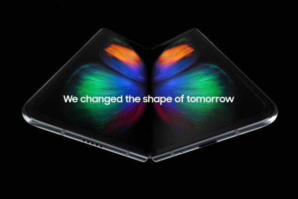 Galaxy Fold quá mong manh buộc Samsung ưu đãi cho người dùng khi thay màn hình