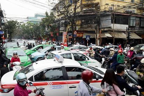 Hà Nội 'sơn' taxi làm 5 màu liệu có chống được ùn tắc?