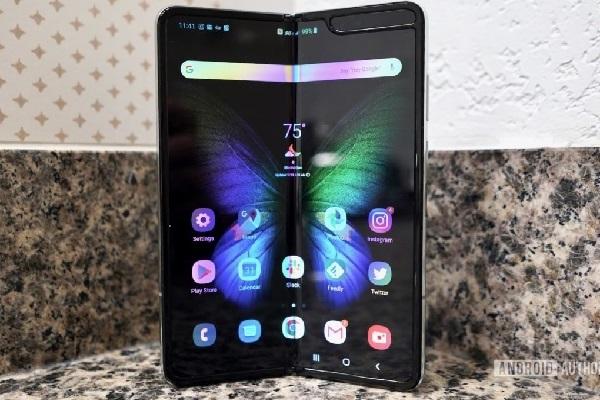 Samsung Galaxy Fold lại bị lỗi màn hình dù mới sử dụng hơn một ngày