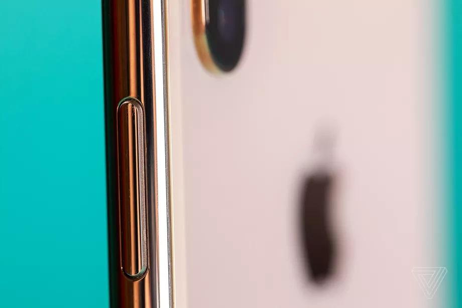 Sự tiến hóa của smartphone thông qua nút nguồn trên iPhone