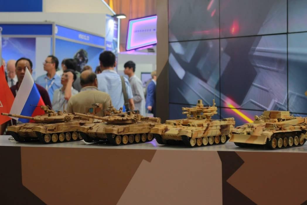 Ngắm vũ khí, thiết bị quân sự tối tân bậc nhất thế giới đang được trưng bày ở Việt Nam