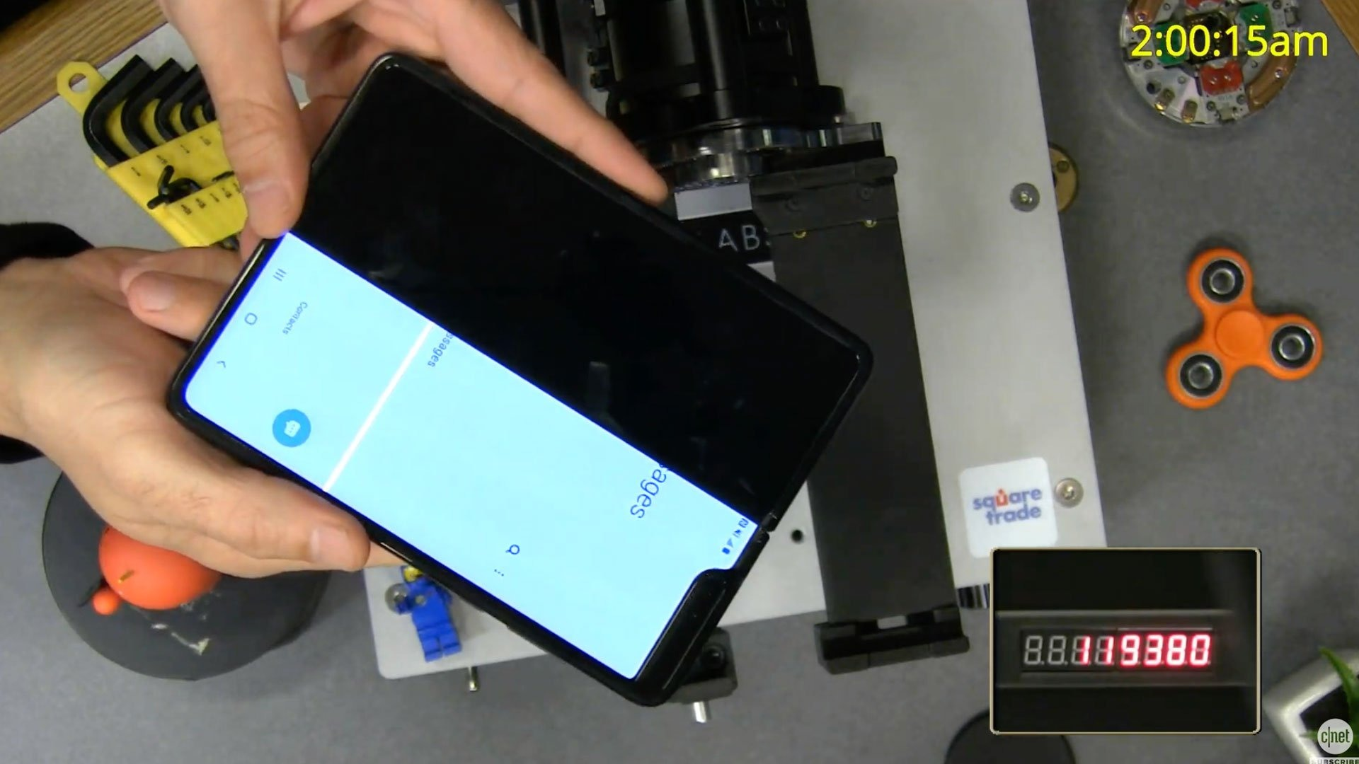 Samsung Galaxy Fold hư hỏng sau gần 120.000 lần gập bằng robot