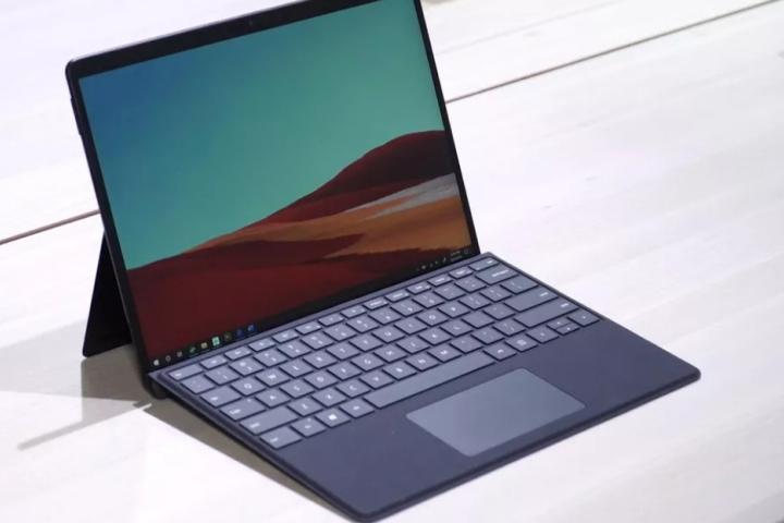 Tại sao Microsoft lại muốn phát triển chip tùy biến cho Surface Pro X?