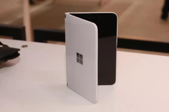 Tại sao Microsoft lại nói Surface Duo không thực sự là một chiếc điện thoại?
