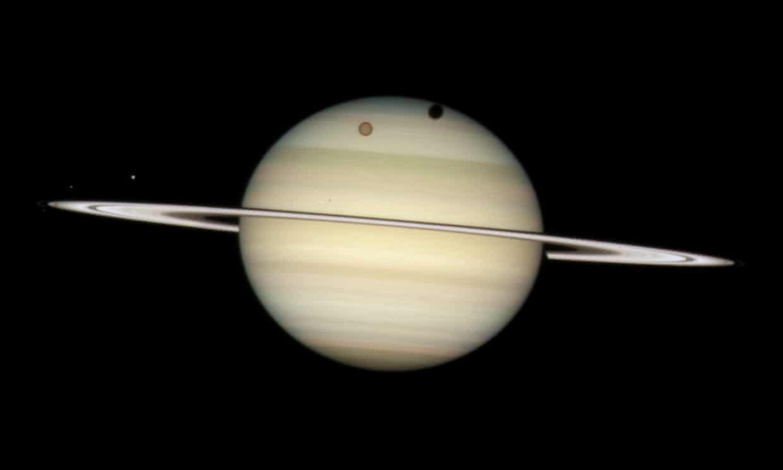 Sao Thổ vượt Sao Mộc trở thành hành tinh có nhiều vệ tinh xoay quanh nhất trong Hệ Mặt Trời