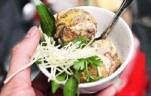 Tại sao ăn trứng vịt lộn với rau răm, gừng?