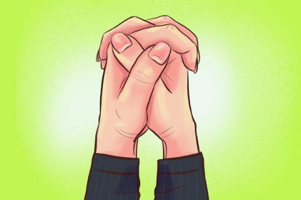 Cách đan chéo ngón tay sẽ cho biết bạn là người thế nào