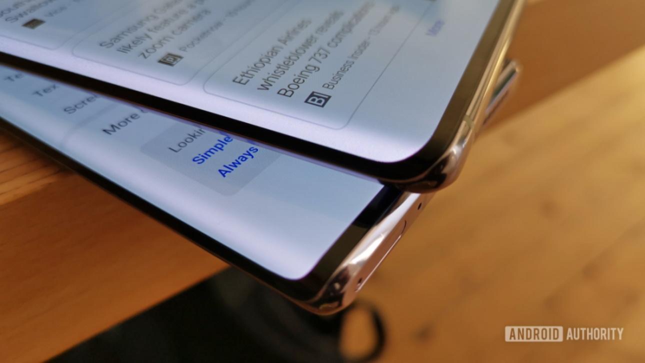 """Màn hình cong """"thác đổ"""" trên smartphone: Xu hướng vớ vẩn phi thực tế"""